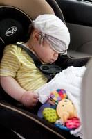 Foto di PublicDomainPictures da Pixabay - bambino piccolo seggiolino auto